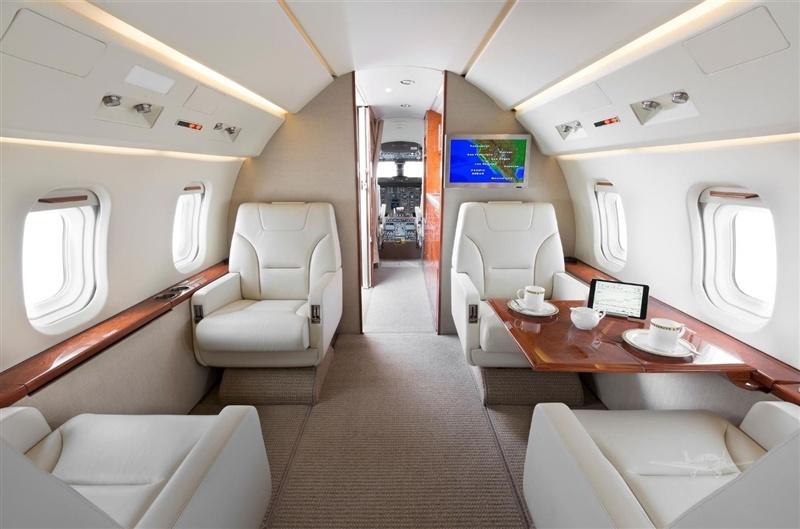 Interior cabin views of 1995 Challenger 601-3R SN 5162 jet on Freestream