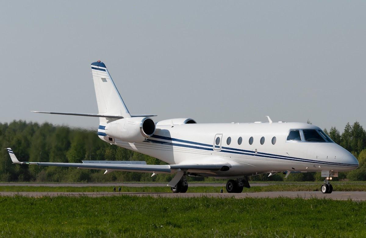 Gulfstream G150 on runway on Freestream