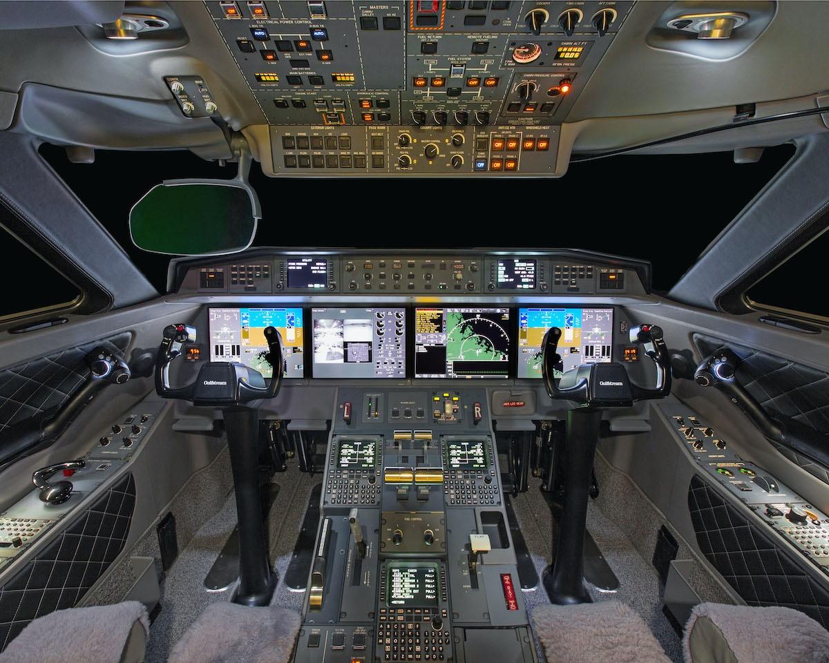 Cockpit of the Gulfstream G650 jet on Freestream