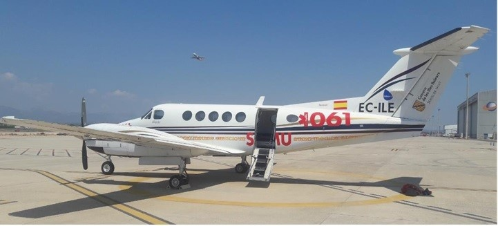 Outdoor view of the 2002 King Air B200 S/N BB-1792 plane on Freestream